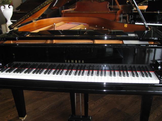 Dealer-Display-Yamaha-GC1-Grand-Piano