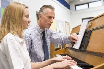 Piano Lessons: Private Piano Teacher Versus Learning Online