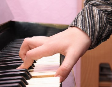 Why Piano Lessons Benefit Children