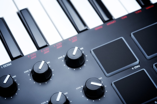 The Differences Between Portable Keyboards and Digital Pianos