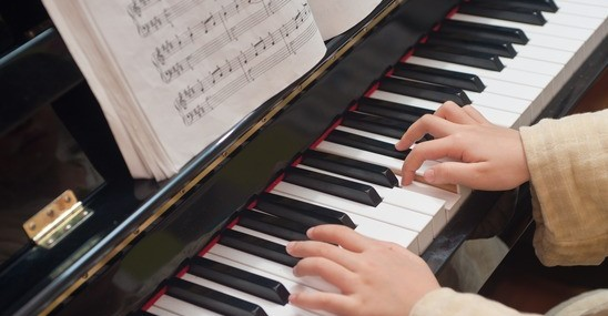 Should You Learn On A Piano or a Keyboard?
