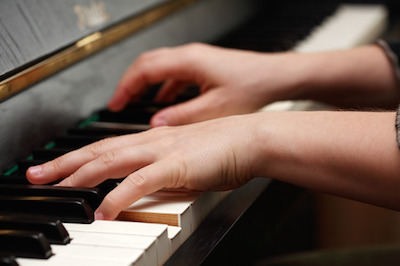 Does Left Handedness Impact Piano Playing?